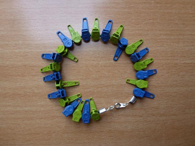 Armbånd af glider/skyder til lynlås i metermål - her i grøn/blå - HANNES patchwork