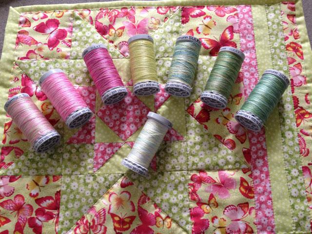 Hvilken farve skal jeg bruge når jeg quilter med Quiltetråd til patchwork ?