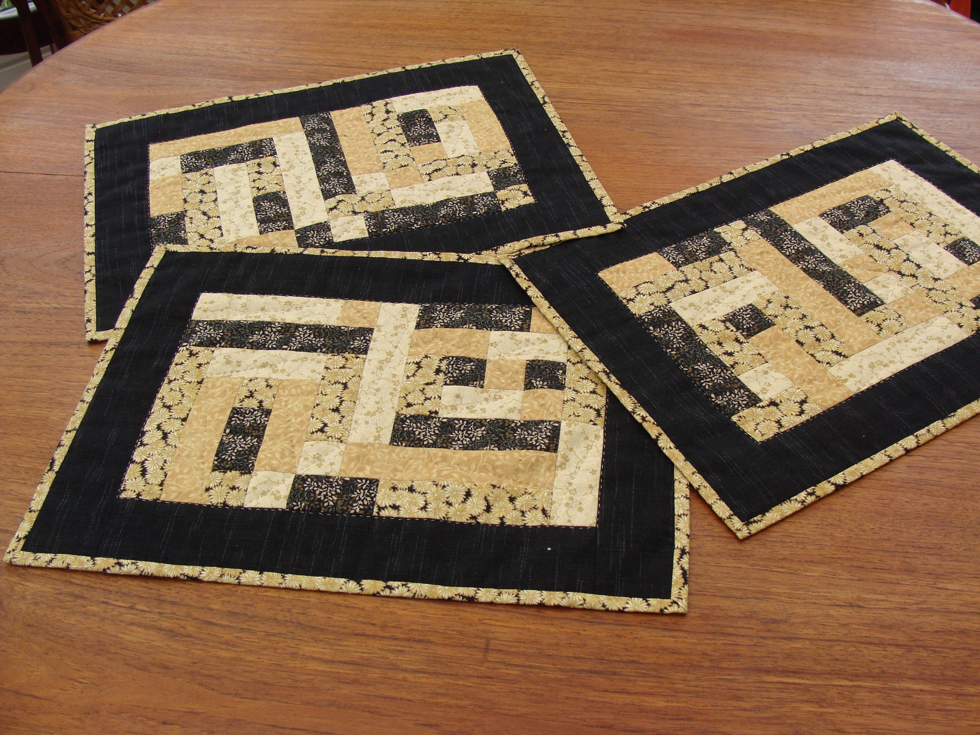 Maries dækkeservietter af det gratis patchwork mønster fra HANNEs patchwork