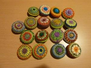 Pelse Asboe fra Broderi Moderne besøgt Freja Quilterne - færdige knapper