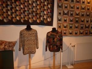Kaffe Fassett udstilling i Silkeborg -strik - se mere på HANNES patchwork blog