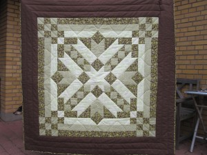 Anne Maries sommer DHU - et flot tæppe - endnu en udgave af HANNES patchwork sommer DHU 2011