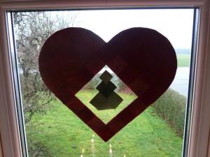 Det færdige hjerte i vindue hos HANNES patchwork.
