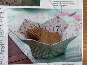 Sød lille kurv i patchwork stoffer set i Familie journalen og på Hannes blog