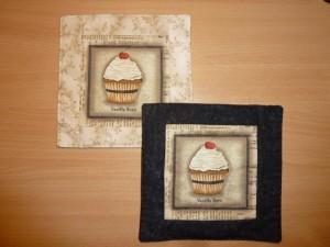 Gratis DIY - nemme kaffebrikker med motiv patchworkstof  - set hos HANNES patchwork