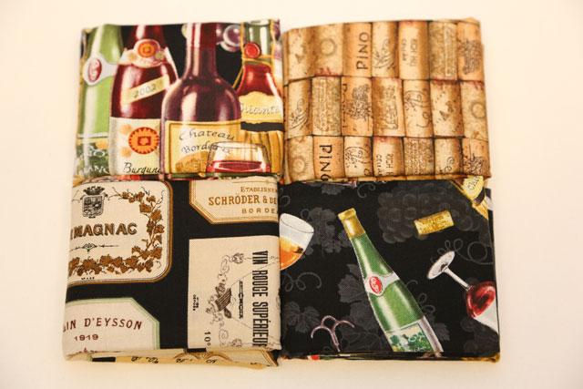 4 forskellige vinstoffer med propper, flasker og glas